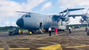 Arrivée de l'Airbus A400M de l'armée française pour évacuer des malades Covid-19