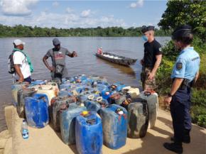 Lutte contre l'orpaillage illégal: 1500 litres de carburant rétrocédés à la police surinamaise