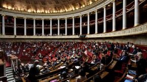Le parlement adopte l'état d'urgence sanitaire pour deux mois